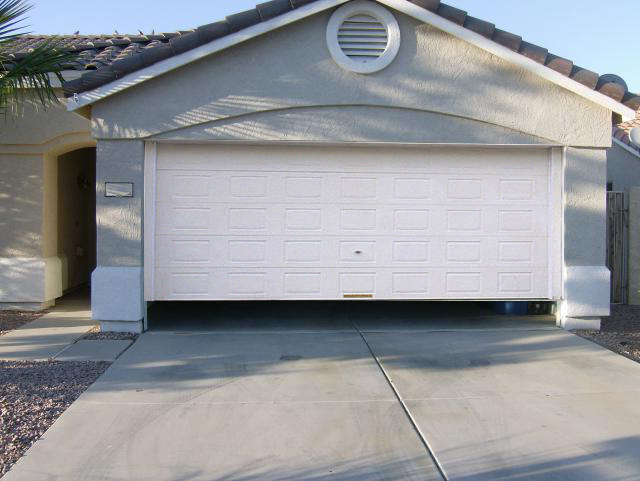 5 Signs That Your Garage Door Needs To Be Replaced